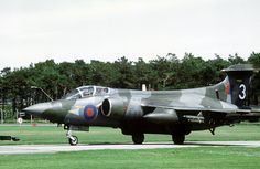 A 208 Sqn. RAF Buccaneer in Wrap-around camouflage was applied, as it would often be observed while manoeuving at low levels. Blackburn Buccaneer, English Electric Canberra, Air Force Bomber, British Aerospace, Plane Photos, Aircraft Design, Jet Plane, Royal Air Force, Aviation Art