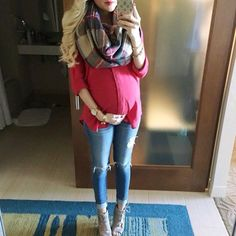 Pregnant Christmas outfit