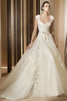 Sweetheart Lace Appliques Ivory A line Wedding gown <3 <3