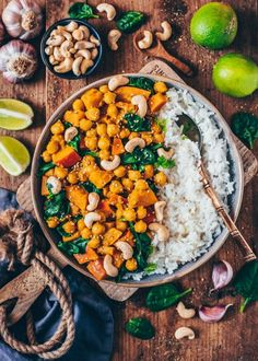 Pumpkin Chickpea Curry (vegan, easy This creamy vegan Pumpkin Chickpea Curry with Spinach is the perfect comfort food with the best flavor! It makes a quick and easy meal, that is healthy and ready in less than 25 minutes. Vegan Recipes Easy, Indian Food Recipes, Vegetarian Recipes, Ethnic Recipes, Pumpkin Curry, Vegan Pumpkin, Pumpkin Pumpkin, Chickpea Curry, Southern Recipes