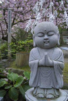 Jizo Figurines and Statues Baby Buddha, Little Buddha, Buddha Zen, Ten Thousand Waves, Art Zen, Paperclay, Back To Nature, Garden Statues, Japanese Culture