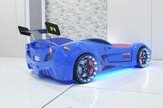 une véritable voiture de course, avec des roues et une belle
