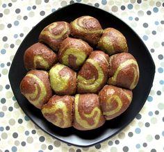Foodiva's Kitchen: Pull-Apart Chocolate Matcha Swirl Bread with Kit Kat Filling