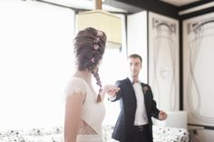 Mademoiselle de Guise | Robe Camille Collection 2015 / Photo : Nicolas Grout / Fleurs : Les Fleurs de Pauline / Weddingdress / Robe de mariée / Paris