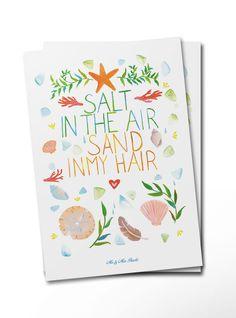 Postkarte Salt in the air, sand in my hair aus Karton 300 Gramm  weiß - Das Original von Mr. & Mrs. Panda.  Diese wunderschöne Postkarte aus edlem und hochwertigem 300 Gramm Papier wurde matt glänzend bedruckt und wirkt dadurch sehr edel. Natürlich ist sie auch als Geschenkkarte oder Einladungskarte problemlos zu verwenden.    Über unser Motiv Salt in the air, sand in my hair  Sand zwischen den Zehen, Salzwasser in den Haaren, eine Abkühlung im Meer.... Das Leben ist wunderschön am Strand…