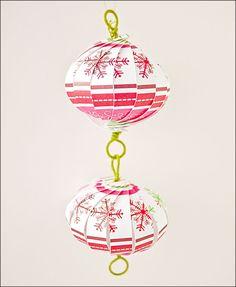 DIY scrapbook paper balls (via thecraftysisters) Diy Christmas Decorations Easy, Diy Christmas Tree, Christmas Paper, Paper Decorations, Simple Christmas, Christmas Ornaments, Christmas Cards, Homemade Decorations, Father Christmas