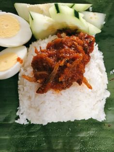 One of my favorites Malaysian signature dishes called nasi lemak. As you can see here, sambal ikan bilis is served on top of fragrant coconut rice with fresh sliced cucumber and hard boiled eggs. Anchovy Recipes, Chilli Recipes, Seafood Recipes, Asian Recipes, Malaysian Cuisine, Malaysian Food, Malaysian Recipes, Nasi Lemak Sambal Recipe, Asian Side Dishes