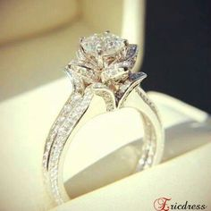 My dream ring Bc Beauty and the Beast is my favorite Disney & this reminds me of it.