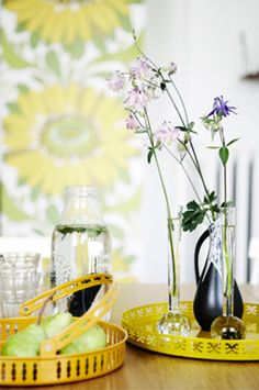 yellow trays, photo: Kira Brandt