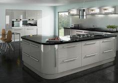High Gloss White Kitchen, High Gloss Kitchen Cabinets, Modern Kitchen Cabinets, Kitchen Doors, Kitchen Cabinet Design, Ikea Kitchen, Modern Kitchen Design, Kitchen Furniture, Kitchen Interior