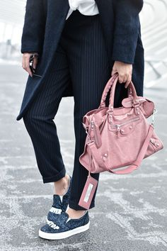 Ensemble bleu marine, balenciaga rose et slippers à paillette ♥