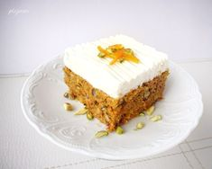 Butter Pecan Cake with Apricots.Doctor a cake mix with a can of fruit. A sweet layer of fruit preserves hides under the creamy frosting. Food Cakes, Cupcake Cakes, Cupcakes, Butter Pecan Cake, Apricot Recipes, Amish Recipes, Sweet Recipes, Different Cakes, Cake Mix Recipes