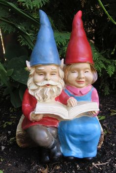 GNOME COUPLE SITTING ON BENCH READING BOOK LAWN ORNAMENT YARD DECOR 12.5 IN. NEW