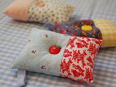 Another great pincushion that I need to make! #PinCushion #Scrap #Fabric #Idea