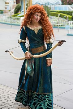 Information about Princess Merida () and pictures of Princess Merida including where to meet them and where to see them in parades and shows at the Disney Parks (Walt Disney World, Disneyland, Disneyland Paris, Tokyo Disneyland) Merida Cosplay, Disney Cosplay, Disney Costumes, Princess Merida, Disney Princess Dresses, Brave Princess, Disney Princesses, Disney Love, Disney Magic