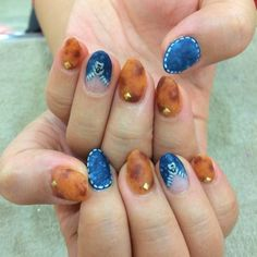 Are you a fan of t-shirts and jeans? If you are, then this nail art will surely remind you of how comfy those outfits are! The blue design mimics that of old blue jeans that you wear casually when going out in the summer heat. Bling Nails, Red Nails, Swag Nails, Western Nails, Unicorn Nail Art, Hello Kitty Nails, Popular Nail Art, Sassy Nails, Stiletto Nail Art