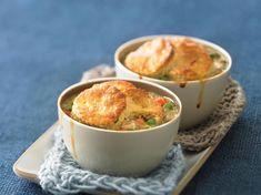 25+ Easy Pot Pie Recipes to Enjoy Tonight Pie Recipes, Chicken Recipes, Chicken Salads, Fall Recipes, Seafood Pot Pie, Classic Chicken Recipe, Cast Iron Recipes, Recipe Steps, Macaroni And Cheese