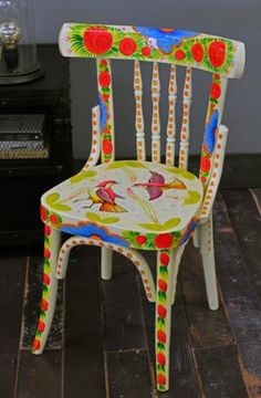 Just Arrived - Hand Painted Chairs to die for! Graffiti Furniture, Chalk Paint Furniture, Hand Painted Furniture, Funky Furniture, Painted Wooden Chairs, Old Chairs, Diy Painting, Chair Design, Bunt