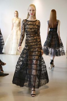 The Oscar de la Renta Resort 2015 show was presented today and it's quite lovely. The Resort 2015 shows are in full swing with labels like Dior and Chanel Fashion Images, Fashion News, High Fashion, Fashion Show, Fashion Looks, Resort 2015, Victoria Beckham, Oscars, Runway Fashion