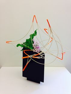 "Ikebana met pitriet Rita Nagelkerke Love the movement and ""fire"" in this design. Japanese Plants, Japanese Flowers, Japanese Art, Ikebana Flower Arrangement, Ikebana Arrangements, Floral Arrangements, Contemporary Flower Arrangements, Beautiful Flower Arrangements, Art Floral"
