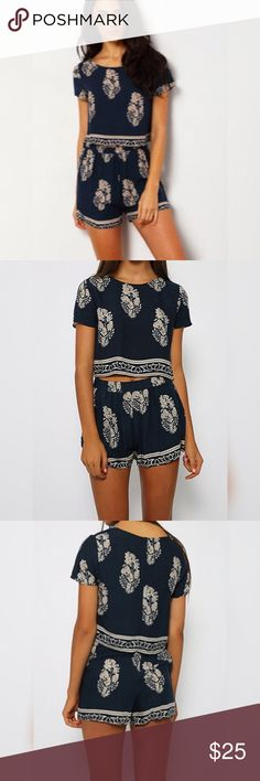 💝HP-9-12-16💝Navy Short Sleeve Crop top Suit 💝Casual Cool Host Pick💝Navy blue sleeve leaves print crop top with shorts suits. Perfect for summer Shein Tops Crop Tops