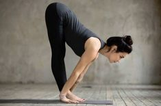 These free yoga exercises will instruct you on how to practice yoga exercises; you just need to have a discipline and confidence to yourself in performing the exercises. Fitness Del Yoga, Yoga Nature, Standing Yoga, 30 Minute Yoga, Fat Burning Yoga, Hard Yoga, Yoga Posen, Yoga Positions, Yoga Gym