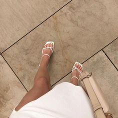 These strappy white sandals Dr Shoes, Cute Shoes, Me Too Shoes, Shoes Heels, Pumps, Trendy Shoes, Stiletto Heels, Look Fashion, Fashion Shoes