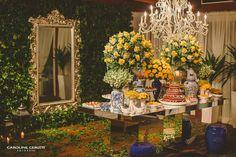 Mesa de doces linda para um casamento igualmente lindo! ::: #atteliededoces #docesfinos #carolinadarosci #casamento #decoracao #mesaposta #sobremesa #docinhos #evento #flores #arranjos #docesgourmets #mesadedoces #florianopolis