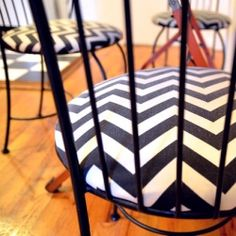 yourselfyour crafti, chair reupholsteri, diy chevron, kitchen chairs, furnitur, old chairs, chevron chair