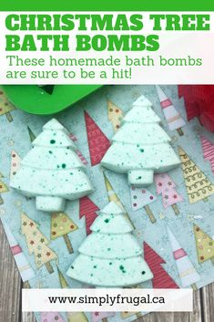 These Christmas Tree bath bombs can be made in just a few minutes even by beginners and deliciously scented! diy christmas gifts, great gift ideas for christmas, mailman christmas gifts Mason Jar Crafts, Mason Jar Diy, Diy Home Decor Projects, Diy Projects To Try, Homemade Christmas Gifts, Christmas Diy, Christmas Crafts To Sell Handmade Gifts, Christmas Bath Bombs, Homemade Bath Bombs