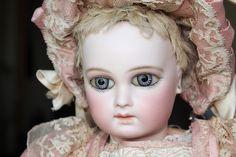 Extraordinary Almond Eyes Jumeau Portrait - Castellidoll