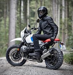 BMW Motorrad have again expanded their R nineT series with the addition of the BMW R nineT Urban G/S, a bike that blends stylish lines, an enduro vibe, and the classic look of the 1980s. The Urban GS is a tribute to the first R 80 G/S from the 1980s,