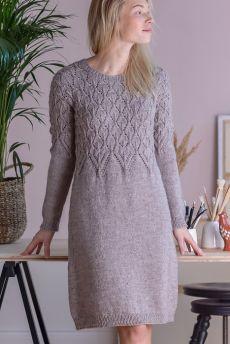 Dress pattern by Lea Petäjä Dress with lace pattern, knitted top down. Knit Skirt, Knit Dress, Lace Dress, Lace Bodice, Dress Robes, Knit Cardigan, Lace Knitting, Knitting Patterns Free, Knitting Dress Pattern