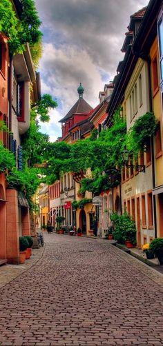 #Freiburg_im_Breisgau #Germany http://en.directrooms.com/hotels/subregion/2-5-854/