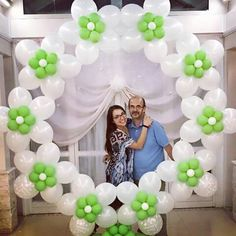 Balloon wreath perfect for photo back drop Balloon Background, Balloon Backdrop, Balloon Columns, Love Balloon, Balloon Flowers, Balloon Wall, Balloon Wreath, Ballon Decorations, Birthday Party Decorations