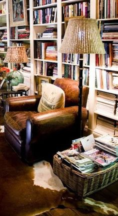 31 Lovely Bookshelves Design Ideas For Your Living Room Decor - Living room furniture plays an important role in giving a cohesive and seamless look to your home decor. If you place a beautifully-crafted furniture . Living Spaces, Living Room, Home Libraries, Cozy House, Home And Living, Bookshelves, Family Room, Sweet Home, House Design
