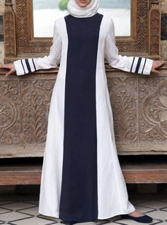 Latest frock style abaya bring variation in styling. Muslim Dress, Hijab Dress, Hijab Outfit, Abaya Designs, Abaya Style, Abaya Fashion, Modest Fashion, Modest Dresses, Modest Outfits