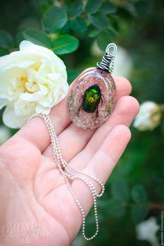 """Купить Подвеска с бронзовкой """"Жук"""" - зеленый, бронзовка, жук, эпоксидная смола, ювелирная смола, сухоцветы"""