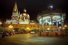 Es la Guadalajara en Mexico. Se Puede las pasar un rato con los amigos.