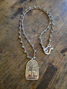 Árbol de la vida anudada ganchillo collar azul por TwoSilverSisters