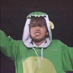 Bts Cute, Park Jimin Cute, Jimi Bts, Vkook Memes, Bts Gifs, V Bts Wallpaper, Foto Jimin, Bts Dancing, Bts Funny Videos