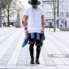 Guia Macho Moda, I totally wish this page was in English. Lol, oh well awesome outfit in this pic Fashion Mode, Trendy Fashion, Mens Fashion, Fashion Outfits, Fashion Trends, Street Fashion, Fashion Menswear, Hipster Fashion, Fashion Styles