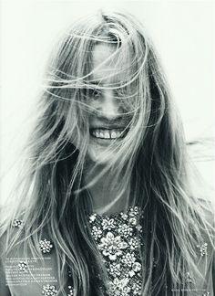 Natural Portrait shot - contrasts / wind / light