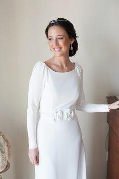 Vestido de novia de invierno, sencillo y elegante con manga larga. Confesiones de una boda: La boda de María y su vestido de Antonio García