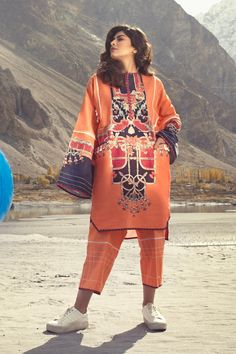 Here are the most latest fashion designs of Sapphire latest Winter Collection . For more designs just visit our site Logicalbaat Stylish Dress Book, Stylish Dresses For Girls, Stylish Dress Designs, Designs For Dresses, Pakistani Fashion Party Wear, Pakistani Dresses Casual, Pakistani Dress Design, Girls Dresses Sewing, Kurta Designs Women