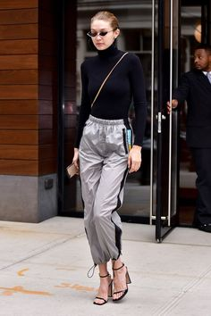 43 Gigi Hadid Street Style Outfits You'll Want to Copy Immediately (Photos) Gigi Hadid Casual, Style Gigi Hadid, Looks Gigi Hadid, Gigi Hadid Outfits, Celebrity Outfits, Celebrity Style, Model Outfits, Fashion Outfits, Rock Style