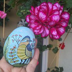 Ah o renklerin güzelliği . Çiçeğe mi kuşa mı odaklansam bilemedim
