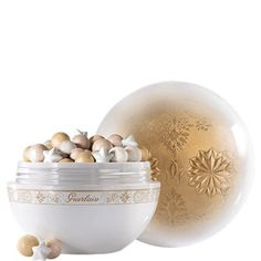 Guerlain's limited edition of Météorites Flocons Enchantés enhance the face and décolleté: Hidden under a large powder puff, the marvellous snowball unveils its precious contents: Météorites pearls to enhance the face and décolleté. For the first time, the legendary pearls are accompanied by immaculate snowflakes made of light-reflecting iridescent pearly particles to create a unique harmony: beige to even out the skin tone, champagne to illuminate and golden for a subtle sun-kissed effect.