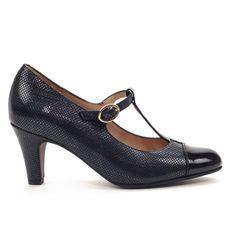 """Zapato de vestir con ancho especial, ideal para baile y ceremonias, abrochado con hebilla tipo """"T"""". Plantilla extraíble para un ajuste perfecto según la anchura del pie. Los forros de piel son totalmente ecológicos y están libres de cromo, para evitar alergias."""
