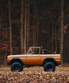 Sweater Weather & Jack-O-Lanterns Classic Bronco, Classic Ford Broncos, Classic Cars, Jeep Sahara, Chevrolet Trucks, Ford Trucks, 1957 Chevrolet, Offroad, Overland Gear